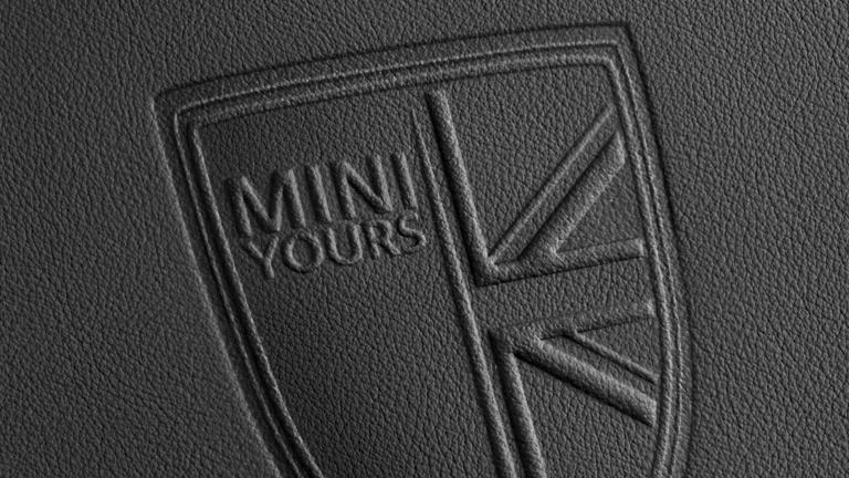 MINI Yours – escudo