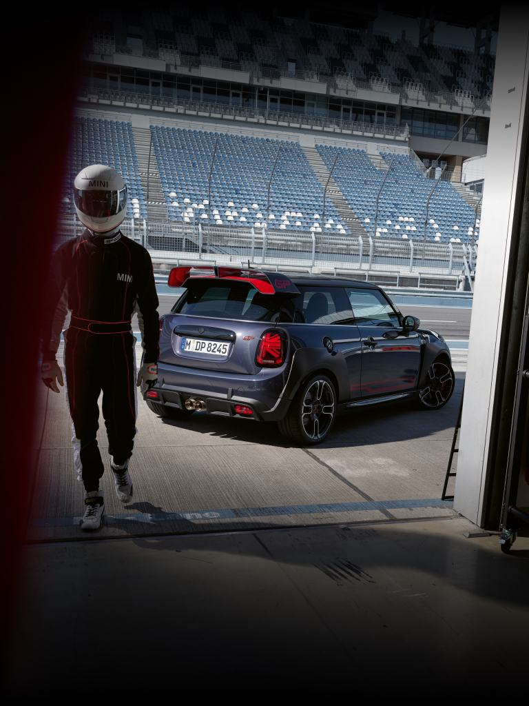 MINI John Cooper Works GP – vista lateral y trasera – circuito